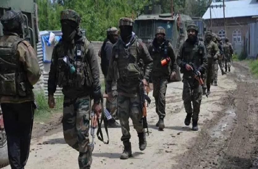 श्रीनगर में पुलिस पर सरेआम अंधाधुंध फायरिंग कर भागे आंतकी, दो जवान शहीद, देखें वीडियो