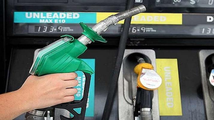 भारत में पेट्रोल ₹100 के पास पर यहां ₹2 से कम में मिलता है पेट्रोल
