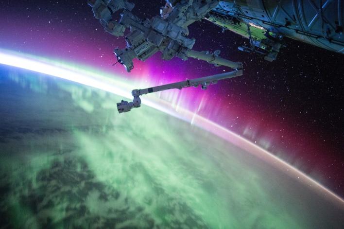 अंतरिक्ष में अंतरराष्ट्रीय स्पेस स्टेशन से टकराया मलबा, बाल-बाल बचे अंतरिक्ष यात्री